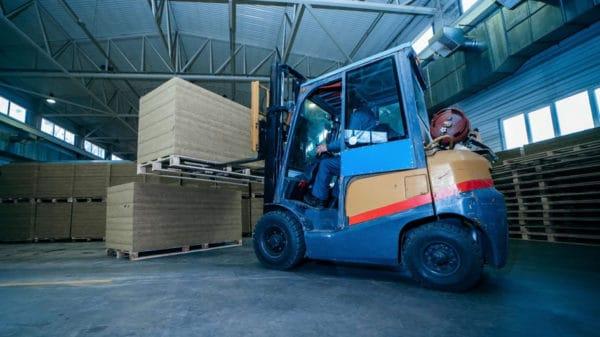 Você sabe quais são os principais equipamentos para movimentação de cargas?