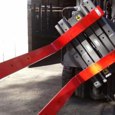 Garra Hidráulica Multiuso NSJ - Com a possibilidade de instalar braços ou garfos, é o equipamento ideal para o cliente que necessita de versatilidade